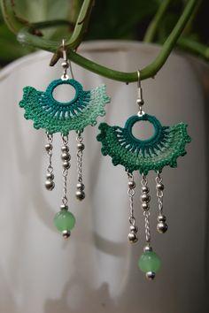 Green Fan Crochet Earrings ~ Idea and Inspiration Crochet Jewelry Patterns, Crochet Earrings Pattern, Crochet Accessories, Textile Jewelry, Fabric Jewelry, Beaded Jewelry, Handmade Jewelry, Thread Crochet, Diy Crochet