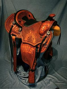 Amazing western saddle with pistols