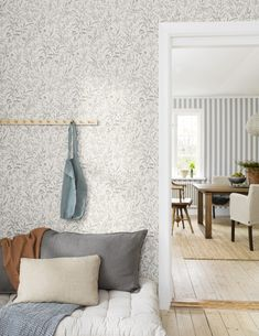 The wallpaper pattern Meadow from Boråstapeter Interior Wallpaper, Romantic Room, Paint Colors For Home, Luxury Home Decor, Home Decor Kitchen, Home Renovation, Home Decor Inspiration, Decoration, Sweet Home