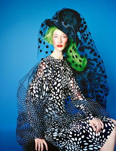 Alana Zimmer plays a Funny Bird as she walks in works of modern art in 'Drôle D'Oiseau' by Erik Madigan Heck for Numéro September 2014 Fashion Art, Foto Fashion, Quirky Fashion, Fashion Prints, Editorial Fashion, High Fashion, Fashion Design, Fashion Cycle, Timeless Fashion