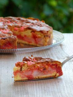 Gâteau lyonnais aux poires et pralines roses. . La recette par Chic, chic, chocolat.