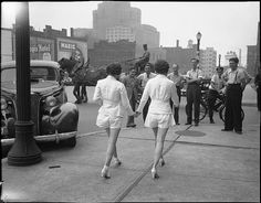 vintage everyday: Shorts Causing Chaos - First Women to Wear Shorts in Public Caused a Car Crash, Toronto, 1937