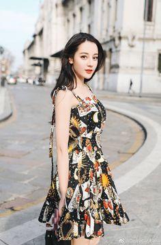 China Girl, Chinese Actress, Ulzzang Girl, Looking For Women, Daily Fashion, Beauty Women, Asian Beauty, Trending Outfits, Cute Girls