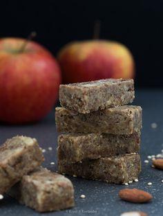 Energieriegel mit Apfel und Quinoa Wiener Schnitzel, Superfood, Snacks, Quinoa, Fruit, Dried Dates, Almonds, Cilantro Recipes, Italian Rice Dishes