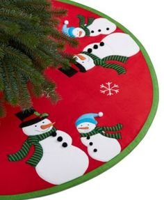 No tree is complete without the perfect skirt. This Snow Couple tree skirt from… Diy Christmas Tree Skirt, Xmas Tree Skirts, Christmas Tree Skirts Patterns, Christmas Runner, Christmas Sewing, Christmas Pillow, Felt Christmas, Christmas Stockings, Christmas Projects