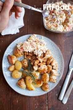 Cole slaw met kip en aardappeltjes uit de oven Cole Slaw, Healthy Salads, Potato Salad, Paleo, Oven, Potatoes, Ethnic Recipes, Food, Salads