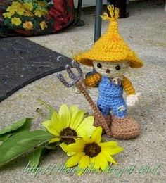 crocheted dolls free patterns | Click here for the free scarecrow crochet pattern from K4TT