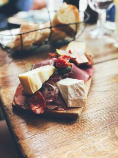 Brie, prosciutto crudo, chorizo Prosciutto, Chorizo, Brie, Dairy, Cheese, Food, Essen, Meals, Yemek