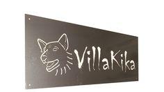 Placa de metal lacada para la entrada de la casa. Personalizada con la silueta del perro.