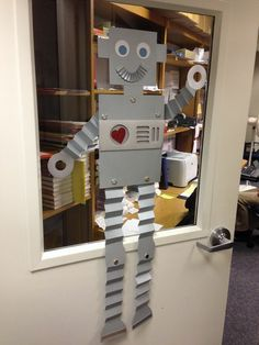 Iantha's Ink: It's a Robot ~ Baby! Diy Robot, Arte Robot, Class Displays, School Displays, Robot Classroom, Classroom Decor, Baby Shower Themes, Baby Boy Shower, Maker Fun Factory Vbs