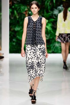 Dorothee Schumacher | Spring 2016 Ready-to-Wear Collection - Berlin | Vogue Runway