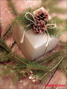 Stylish Holiday Gift Wrap Ideas, use pine cones, greenery, and heavy string to dress up the gifts under the tree!!! holly berries/greenery also works great too!!