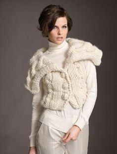 Free Pattern: Elegant and classic - a short ladies' jacket made of white Schachenmayr select Highland Alpaca.