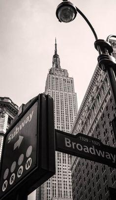Central Park Manhattan, New York City - FeedPuzzle Manhattan New York, Manhattan Skyline, Lower Manhattan, Manhattan Night, Manhattan Cocktail, Black And White Picture Wall, Black And White Pictures, New York Black And White, Empire State Building