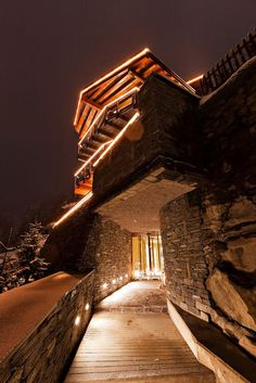 Chalet Zermatt Peak is a luxury 6 star catered boutique chalet in Switzerland. Chalet Zermatt Peak is a an idyllic mountain luxury resort with uninterrupte Chalet Design, Chalet Style, Chalet Chic, Swiss Chalet, Swiss Alps, Chalet Zermatt, Jacuzzi, Indoor Outdoor, Luxury Ski Holidays