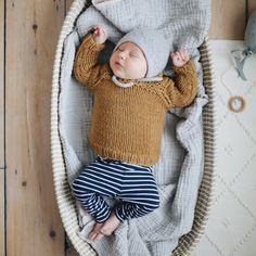 Sophie la girafe: Raglan Bebe Sweater Knitting Kit | Stitch & Story - Stitch & Story UK Bamboo Knitting Needles, Blue Peach, Cast Off, Online Tutorials, Knitting Kits, Stitch, Sewing, Sweaters, Pattern