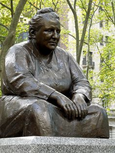 Gertrude Stein in Bryant Park, New York City - Modeled after a ersion by Jo Davidson in this larger scale statue was installed in 1992 in the park behind the main branch if the New York Public Library. Book Expo, Most Famous Quotes, Bryant Park, Writers And Poets, American Spirit, Women In History, Pilgrimage, Park City, Strong Women