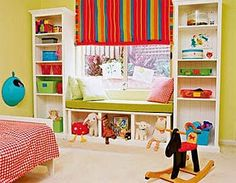 детский шкаф в оконном проеме
