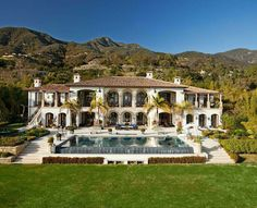 This gorgeous newly listed Mediterranean style mansion is located at 888 Lilac Drive in Montecito, CA. Mega Mansions, Mansions Homes, Luxury Mansions, Elegant Home Decor, Elegant Homes, Houses Architecture, Mediterranean Style Homes, Modern Mansion, Luxury Real Estate