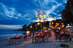 Locali in spiaggia a Ko Samet, vacanze a Ko Samet #rainbowRTW #tatroma #amazingthailand