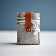 Iphone Case Grey Wool Felt and Brown Leather por byrdandbelle