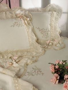 Romantic Shabby & Vintage added a new photo. Vintage Shabby Chic, Vintage Lace, Bedroom Vintage, Antique Lace, Vintage Style, Shabby Style, Linens And Lace, Beautiful Bedrooms, Cottage Chic