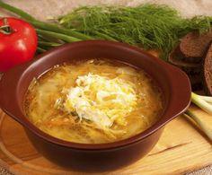 Sana, delicata e corroborante, la minestra di verza è un piatto perfetto per scaldarsi nelle giornate fredde: preparatela per una cena in famiglia.