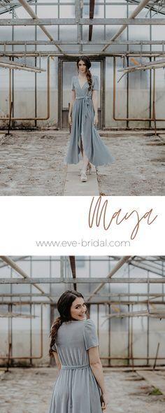 Brautjungfern Outfit aus Samt, Bridesmaid dress, dusty blue, Wickelkleid aus Samt  /Fotos: www.annaenya.com