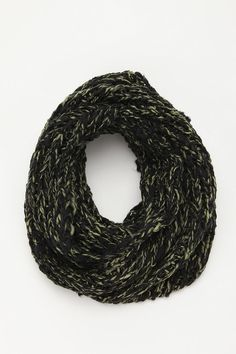I want to make my own infinity scarf SO BAD.