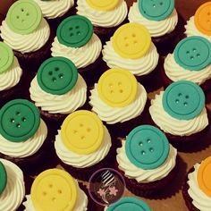 Cupcakes with giant buttons for baby shower