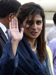 The romance between Bilawal Bhutto and Hina Rabbani Khar is abuzz with endless comments from people in Pakistan. Take a look! Hina Rabbani Khar, Deepika Padukone Hot, Dark Armpits, Indian Couture, Power Girl, Beautiful Saree, Love Story, My Photos, Marriage