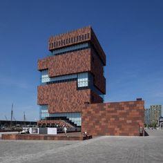 Museum aan de Stroom (MAS) op het Eilandje in Antwerpen (foto Albert van den Boomen).