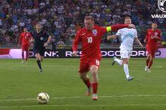 Slovenia 2-3 England (Euro16Q) | Goals & Highlights 共にイギリスのサッカー協会に所属するイングランドとウェールズが対戦する「バトル・オブ・ブリテン」が注目のユーロ2016グループB。ユーロやW杯を含めてもこれが初顔合わせとなる両者。イングランド、ウェールズ共にプレミアリーグでプレーする選手は多くお互いに特徴を熟知しているでしょう。ロシア、スロバキアは3番手、4番手扱いですが、大穴になる可能性は十分に秘めています。