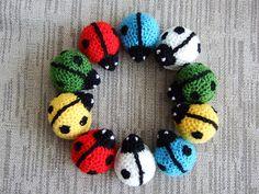 Vi leker träd: En nyckelpiga jag har i handen Crochet Crafts, Crochet Toys, Crochet Baby, Knit Crochet, Amigurumi Patterns, Crochet Patterns, Baby Barn, African Flowers, Fabric Yarn