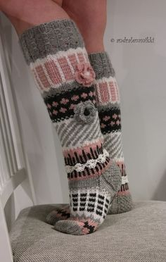 Ravelry: Anelmaiset pattern by Anelma Kervinen Crochet Boot Socks, Crochet Slipper Boots, Wool Socks, Crochet Slippers, Knitting Socks, Knit Crochet, Loom Knitting Patterns, Crochet Patterns, Arm Warmers