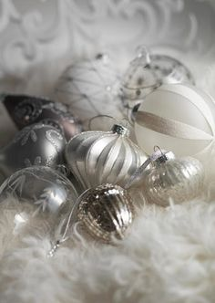 Ana Rosa~Silver and White Silver Christmas, Elegant Christmas, Noel Christmas, Christmas Baubles, Christmas Colors, All Things Christmas, Beautiful Christmas, Vintage Christmas, Christmas Decorations