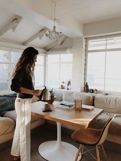 Dinner for one - Marianne Kohler NizamuddinMarianne Kohler Nizamuddin Dinner For One, Home Interior, Interior And Exterior, Interior Design, Bohemian Interior, Slow Living, First Home, Humble Abode, Simple Style
