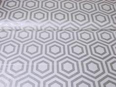 Stoffe gemustert - Camelot Fabrics *Heavy Metal*  Hexagon silber - ein Designerstück von nadel-und-stoff bei DaWanda