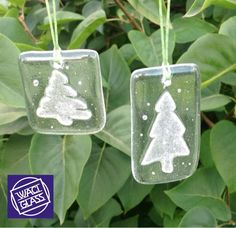 Clear Fused Glass Christmas Tree Mini Hangers by Waci Glass Stained Glass Christmas, Stained Glass Projects, Stained Glass Patterns, Glass Christmas Ornaments, Fused Glass Ornaments, Fused Glass Jewelry, Fused Glass Art, Mistletoe And Wine, Glass Fusion Ideas