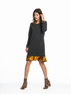 Sweat Dress With Contrast Hem Detailshttps://www.scotch-soda.com/gr/en/women/dresses/short-dresses/sweat-dress-with-contrast-hem/135438.html € 119,00