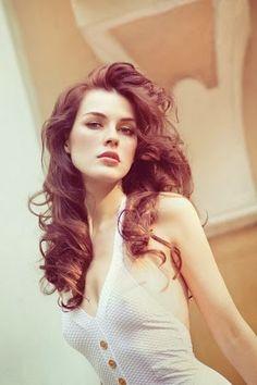 İri Dalgalı,Bukleli Kadın Saç Şekilleri/Modelleri 2014-205