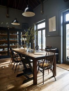 Most Favorite Dark Dining Room Design for Your Home Decor - My Dream House Rustic Dining Room, House Interior, Modern Dining, Industrial Dining, Dining Room Industrial, Farmhouse Dining, Dining Room Decor, Dining Room Decor Modern, Dark Dining Room