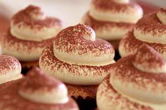 Tiramisu Cupcake Recipe - To Die For! Love the frosting Bakery Recipes, Cupcake Recipes, Cupcake Cakes, Dessert Recipes, Cooking Recipes, Fun Desserts, Delicious Desserts, Yummy Food, Tasty
