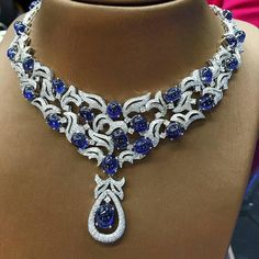 Myanmar Royal Blue Sapphire Necklace with Diamonds, Diamonds, Water 100. Price 590,000 ฿Pink Diamond JEWELRY We are very good at diamonds and precious stones. Www.petchchompoo.com ۞