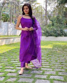 Korean Fashion Dress, Indian Fashion Dresses, Indian Outfits, Pakistani Dresses Casual, Pakistani Suits, Churidhar Designs, Purple Suits, Fancy Dress Design, Embroidery Suits Design