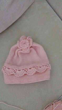This is a really lovely knit h Crochet Kids Hats, Baby Hats Knitting, Baby Knitting Patterns, Crochet Baby, Hand Knitting, Knitted Hats, Knit Crochet, Baby Patterns, Embroidery On Kurtis