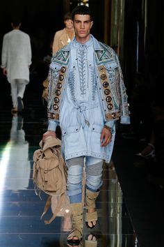See all the Collection photos from Balmain Spring/Summer 2017 Menswear now on British Vogue Fashion Week Paris, Fashion Week Hommes, Mens Fashion Week, Fashion 2017, Runway Fashion, High Fashion, Fashion Show, Fashion Trends, Vogue