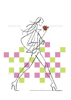 スマートフォンを片手に歩く女性 (c)Formmart