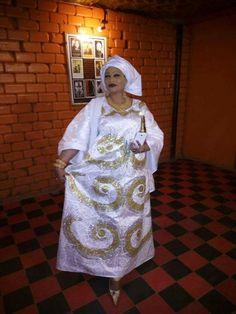 Malian Fashion bazin #Malifashion #Malianfashion #bazin #Africanfashion #Westafricanfashion #Mali #Bamako #malianwomenarebeautiful #dimancheabamako #mussoro #malianwedding #bazinriche #malianbride #lesmaliennesontbelles #lesafricainessontbelles #brodé #brocade #teinture #gala #waxoutfits #ankara #dalifini #vlisco #getzner #lesmaliennesontbelles African Wear, African Dress, African Fashion, Hijab Style, African Design, African Beauty, Ankara Styles, Swing Dress, Soda