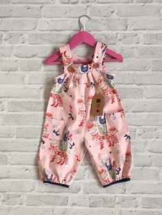 Baby Latzhose / Overall aus Baumwolle von Petite-Claire auf DaWanda.com